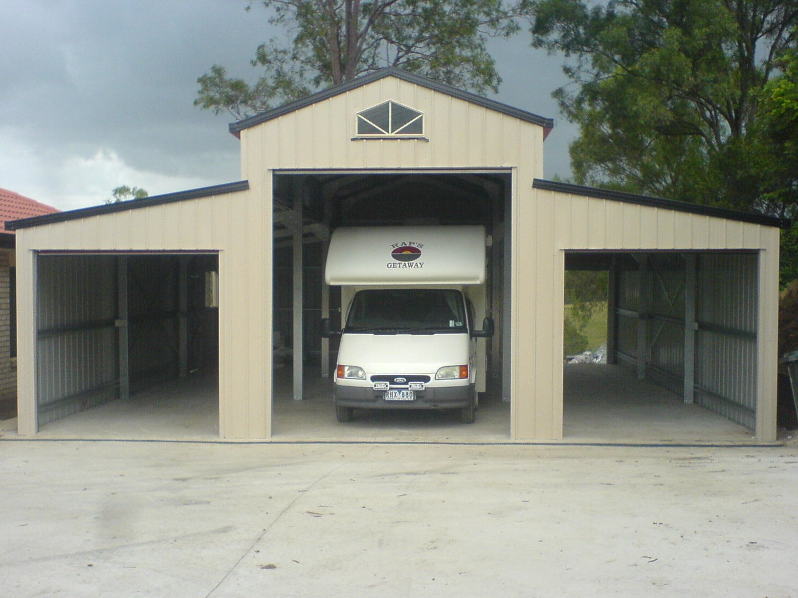3 bay American style barn with no doors